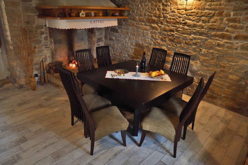 kamin-lounge-kastel-rakalj-feuerstelle-istrien-im-winter